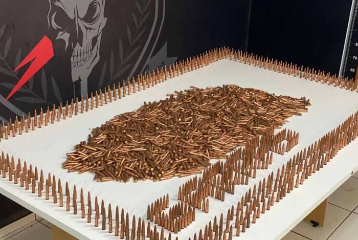 A polícia do Mato Grosso do Sul exibiu a munição apreendida