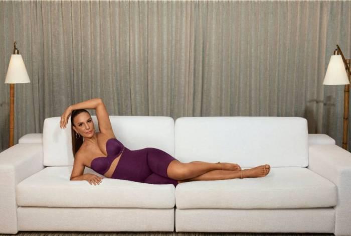 Ivete Sangalo posa para marca de lingerie