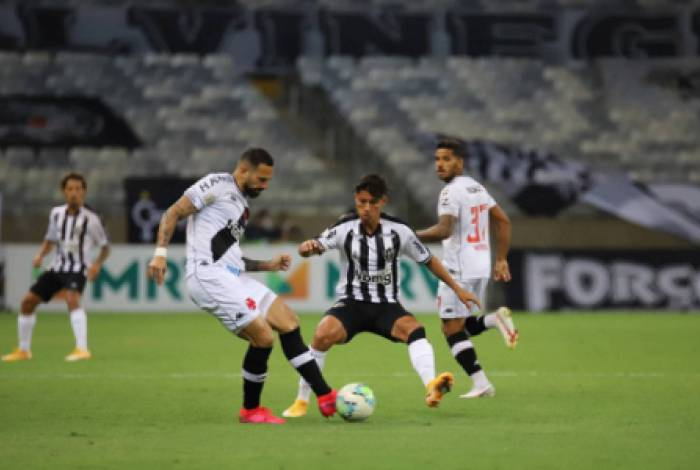 Vasco saiu na frente com golaço de Benítez, mas Galo conseguiu a virada em vitória elástica