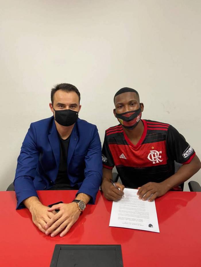 Weverton renova com o Flamengo