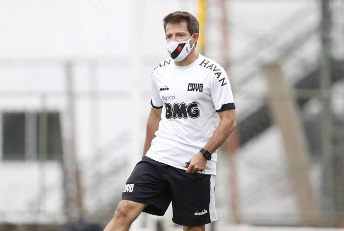 Ramon Menezes comandou o Vasco em 16 jogos e sai do clube com oito vitórias, três empates e cinco derrotas