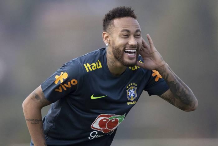 Dúvida sobre escalação de Neymar só será desfeita após nova avaliação