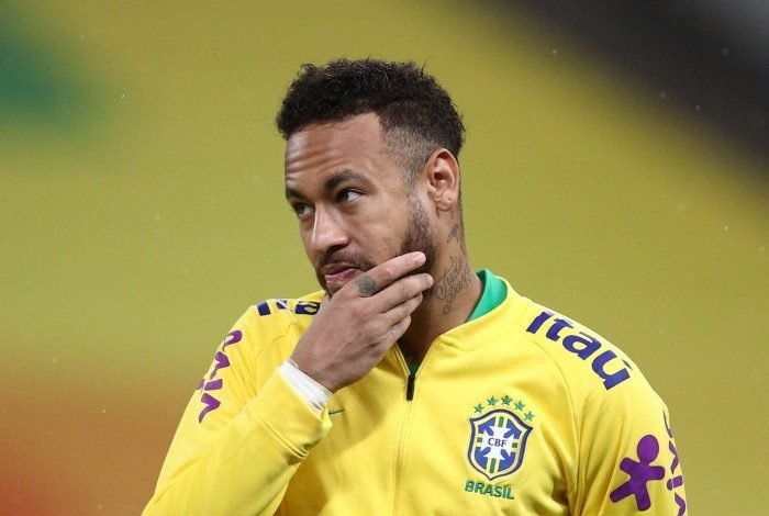 Brazil's Neymar gestures before the start of the 2022 FIFA World Cup South American qualifier football match against Bolivia at the Neo Quimica Arena, also known as Itaquerao, in Sao Paulo, Brazil, on October 9, 2020, amid the COVID-19 novel coronavirus pandemic. (Photo by Buda Mendes / POOL / AFP)