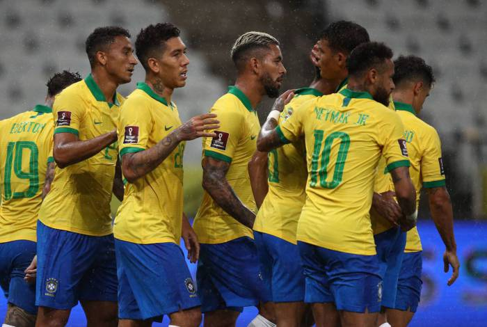 Brazil's players celebrate a goal during the 2022 FIFA World Cup South American qualifier football match against Bolivia at the Neo Quimica Arena, also known as Itaquerao, in Sao Paulo, Brazil, on October 9, 2020, amid the COVID-19 novel coronavirus pandemic. (Photo by Buda Mendes / POOL / AFP)