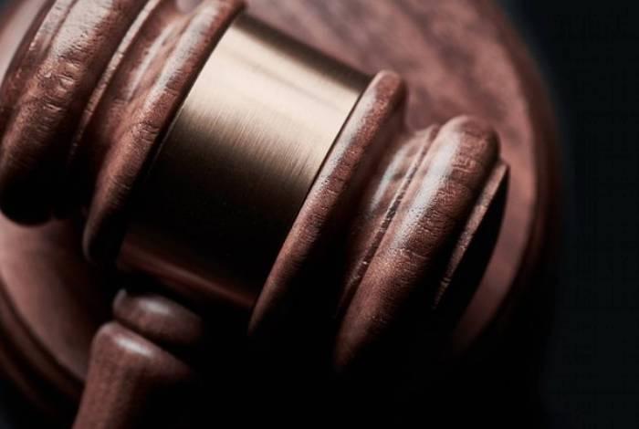 Foragido é preso após invadir audiência online e desafiar juíza a prendê-lo