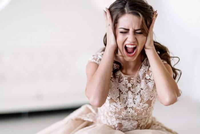 Noiva adia casamento por causa do vestido