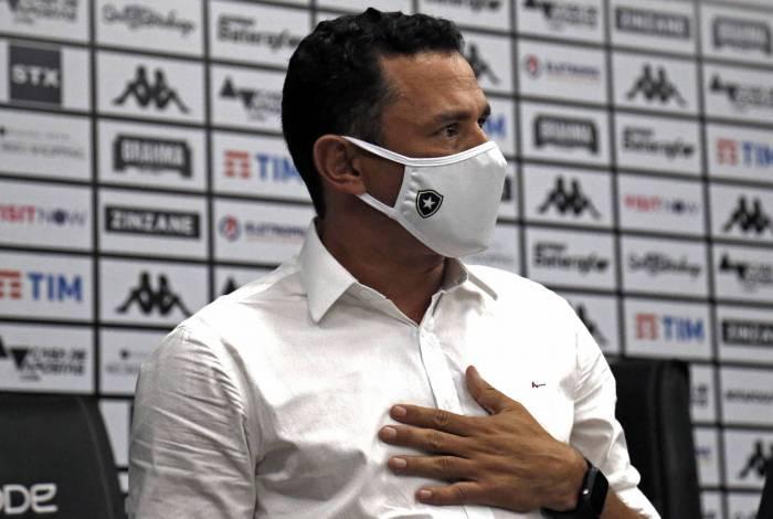 Tulio Lustosa, novo gerente de futebol, teve seu primeiro de trabalho nesta sexta-feira