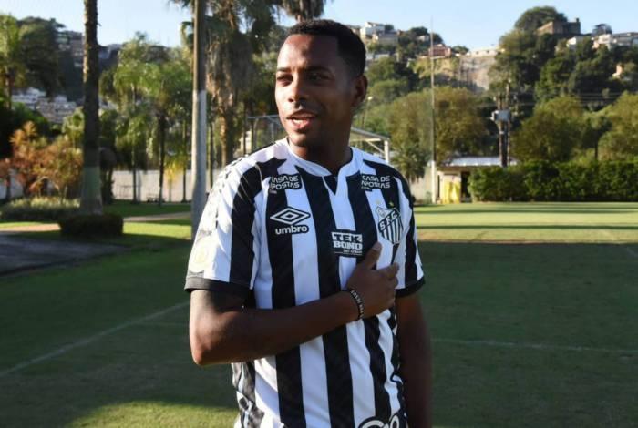 O atacante Robinho teve a contratação suspensa pelo Santos