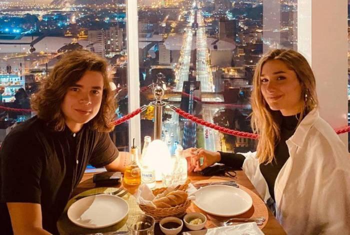João Figueiredo e Sasha têm jantar romântico em São Paulo