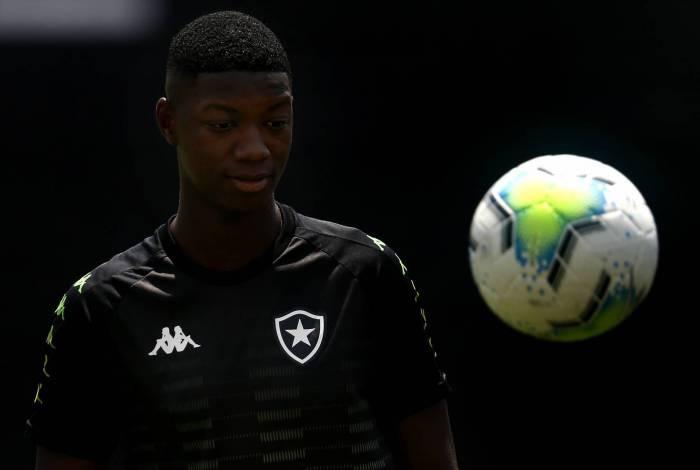 Revelado pelo Macaé, Matheus Babi foi emprestado ao Grêmio, aos 18 anos, mas não se adaptou ao frio do Sul
