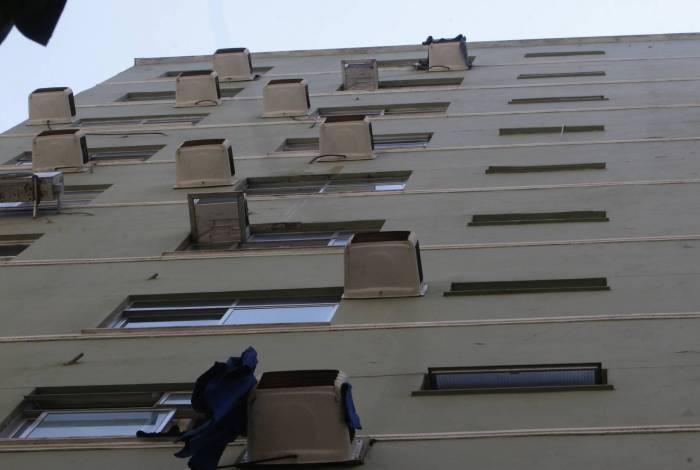 Botijão de gás foi arremessado do edifício Cannes, que fica na esquina das ruas Djalma Urich e Aires Saldanha