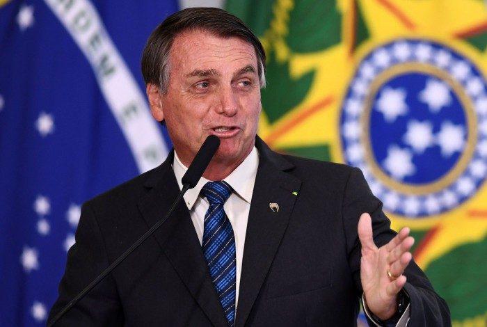 Presidente Jair Bolsonaro voltou a contestar a obrigatoriedade de vacinar a população
