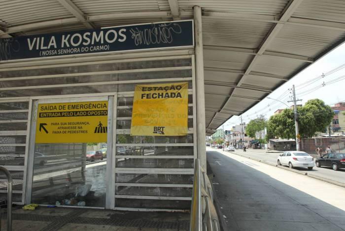13/10/2020 - Problemas nas estações do BRT. Na foto, a estação Vila Kosmos, fechada.        Foto: Estefan radovicz / Agência O Dia         Byline