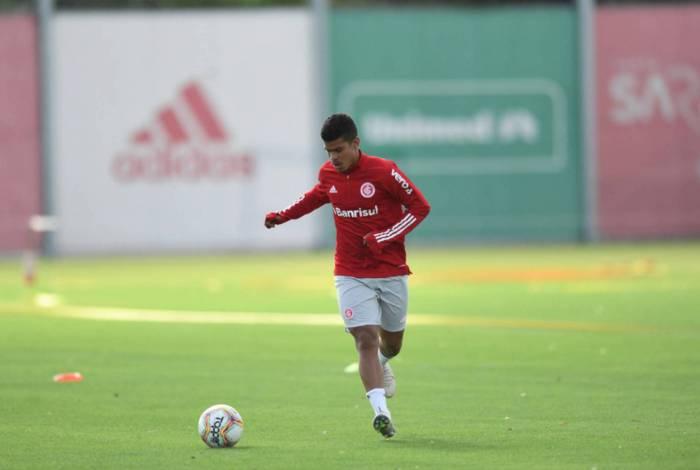 Cesinha, no treino do Inter