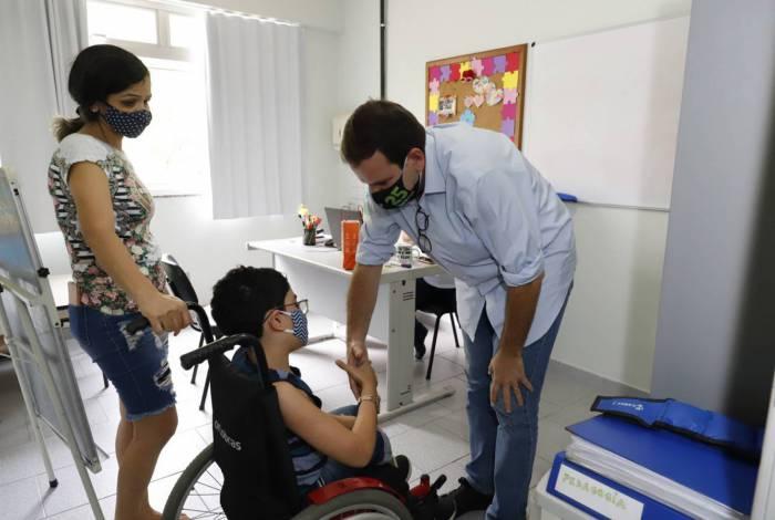 Eduardo Paes em visita à Instituição Dona Meca, na Taquara