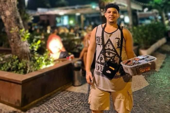 Flávio vende seus doces pelas ruas da Zona Sul do Rio