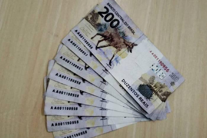 Valor total de 1600 reais em notas falsas foi usado para o pagamento de refletores