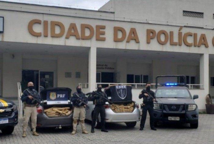 Neste sábado, policiais da PRF e da Polícia Civil apreenderam mais de 750kg de droga na Rodovia Presidente Dutra
