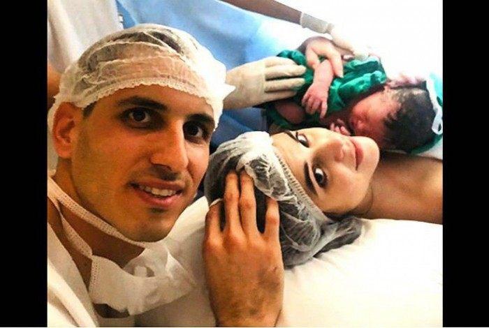 Gatito Fernández celebrou o nascimento da primeira filha, Raffaela, a Gatitinha