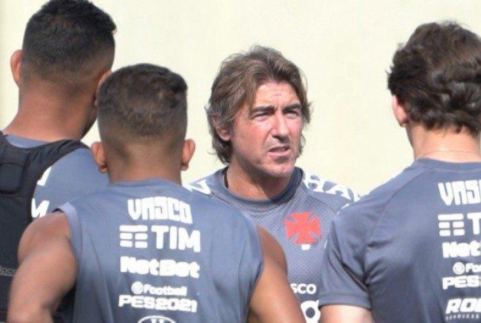 Sá Pinto volta com desafio de classificar o Vasco na Sul-Americana após a goleada sofrida para o Cerá, no Brasileiro