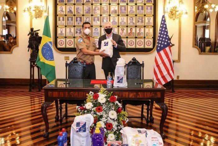 Entrega de EPIs, kits de higiene e cestas básicas pelo Governo dos EUA - Centro e Rocinha