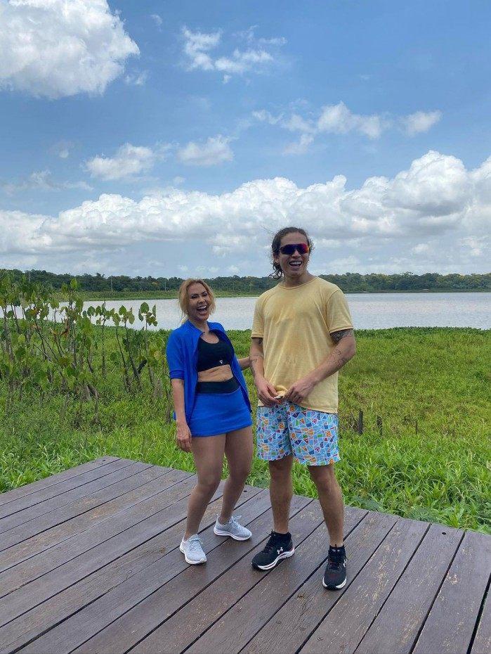 Whindersson e Joelma passeiam por Belém do Pará