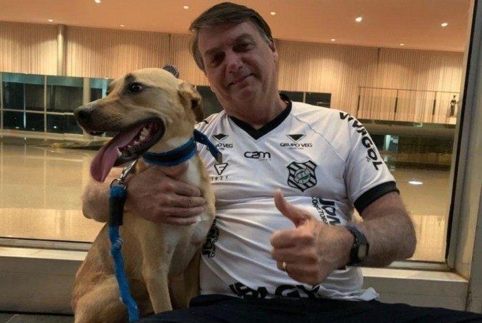 Presidente ironiza ao postar foto do lado de cão sobre vacina obrigatória