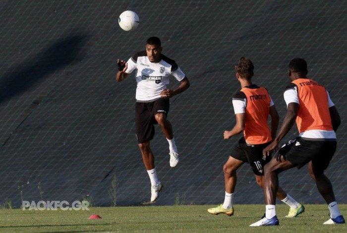 Léo Matos, novo reforço do Vasco, quando ainda atuava pelo PAOK