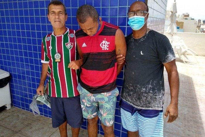 Ti Baiano (com a camisa do Flamengo) foi preso na quinta-feira em um hotel de Salvador