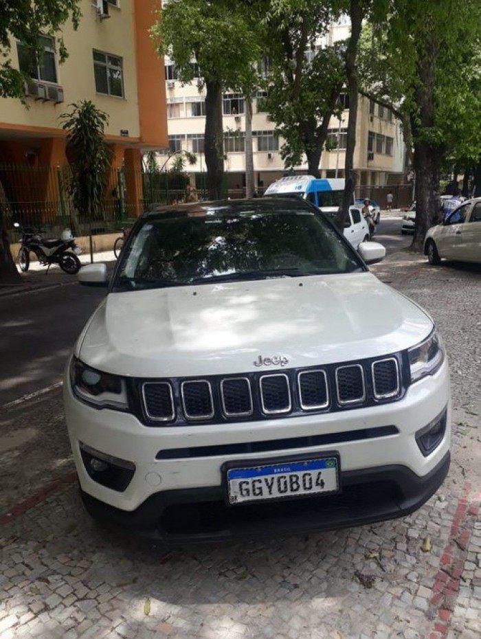 Carro ficou parado na Rua Pinheiro Machado, em Laranjeiras