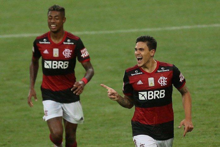 Pedro comemora gol