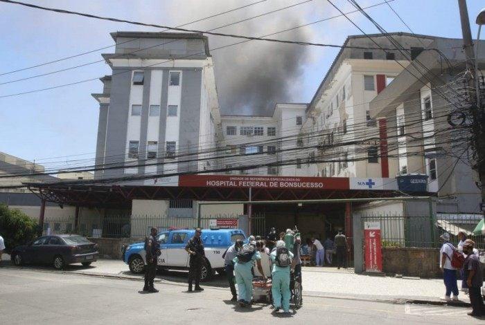 Pacientes são retirados do Hospital Federal de Bonsucesso