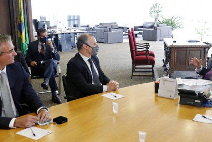 Ministro Luís Roberto Barroso, recebeu o ministro da Justiça, André Mendonça, e o diretor-geral da Polícia Federal, Rolando Alexandre, para apresentarem detalhes da Operação Eleições Limpas 2020