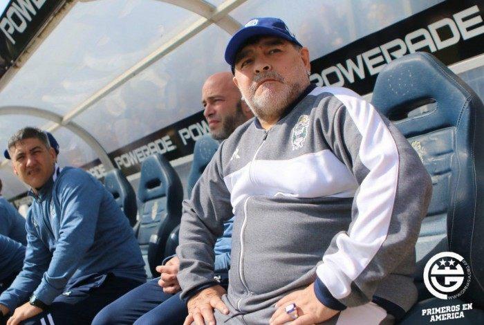 Maradona foi internado algumas vezes por conta da dependência química