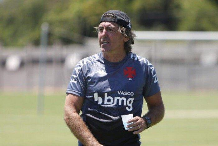 Ricardo Sá Pinto busca a primeira vitória a frente do Vasco contra o Caracas, da Venezuela
