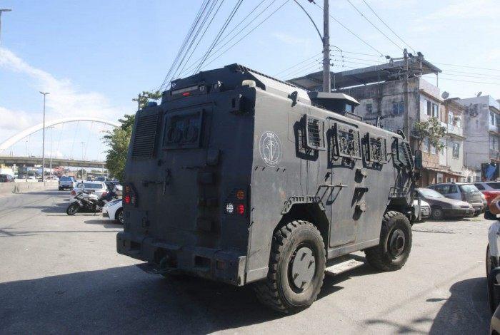 Polícia Civil faz operação no conjunto de favelas da Maré, na Zona Norte do Rio