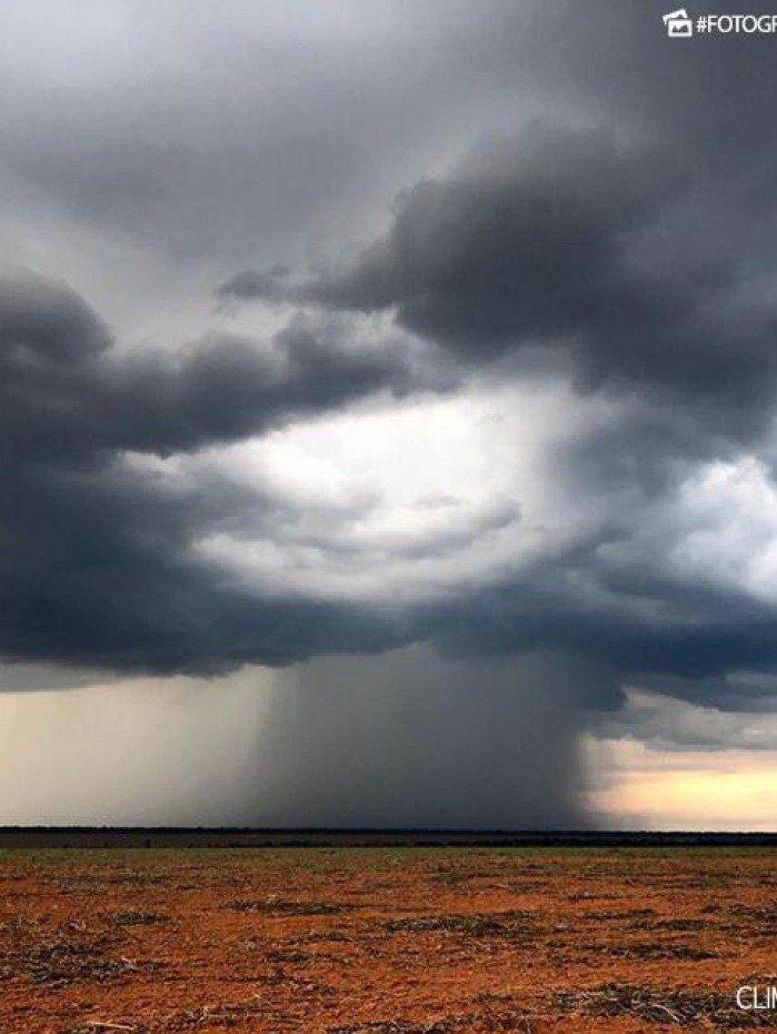 A maioria das áreas do Brasil fica em atenção para ocorrência de pancadas de chuva moderadas a fortes, com raios temporais e de ventos fortes