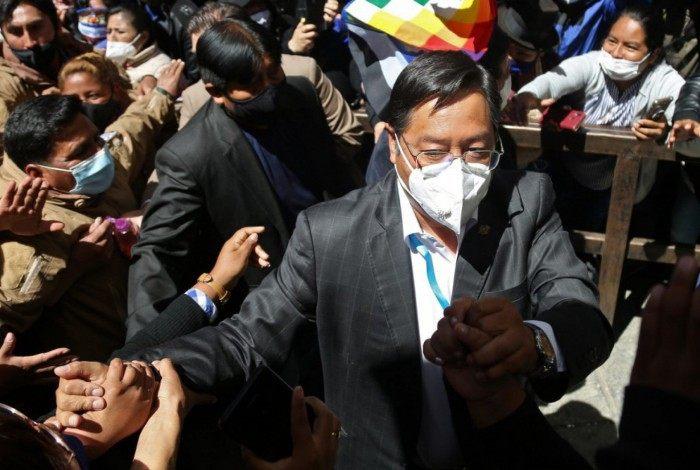 Organizadores dos protestos denunciam que o candidato de esquerda Arce, apoiado pelo ex-presidente Evo Morales (2006-2019), venceu a eleição com fraude e exigem sua anulação