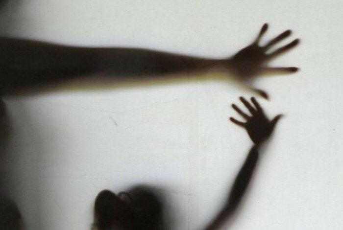 Vítima contou que trocava de roupa após o trabalho quando foi levada por um homem até o quarto de um hotel fazenda de Esmeraldas e foi violentada