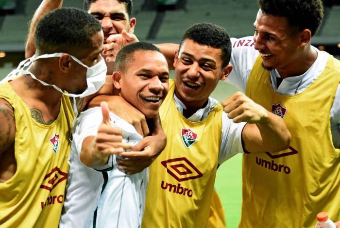 Wellington Silva comemora o gol do Fluminense na Arena Castelão