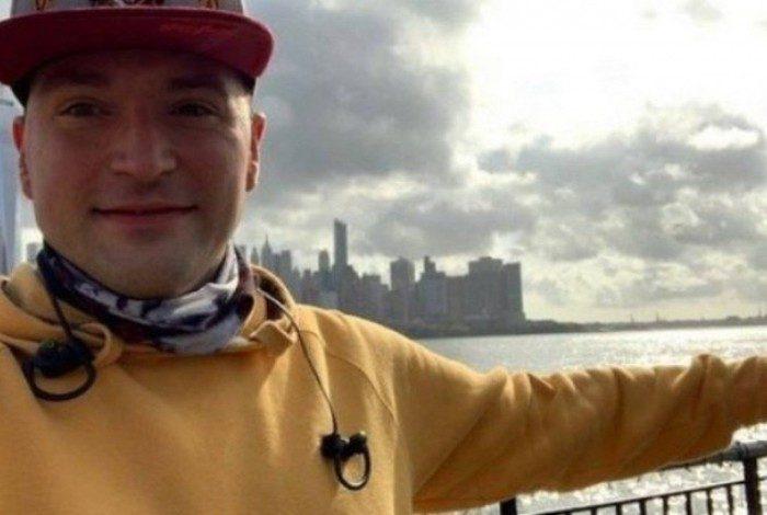 Morador de New Jersey, o estadunidense de 36 anos diz que sua vida sexual é maravilhosa, mas que foi traído durante a quarentena