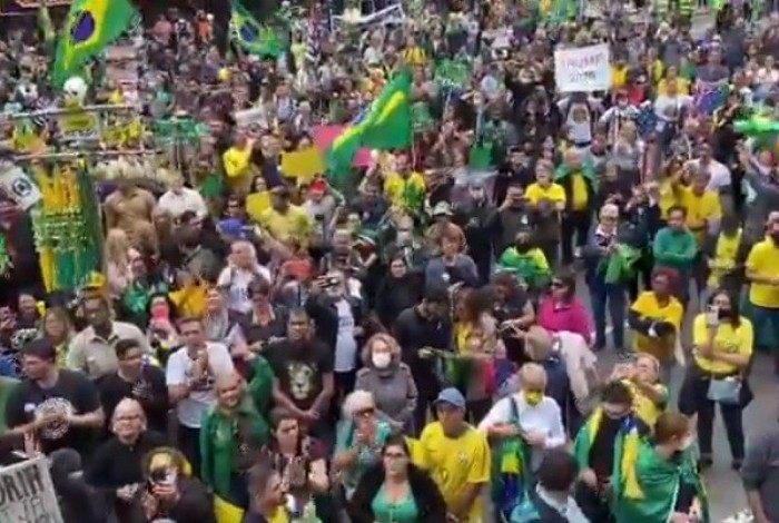 Manifestantes se reuniram na Avenida Paulista, em SP, às 14h