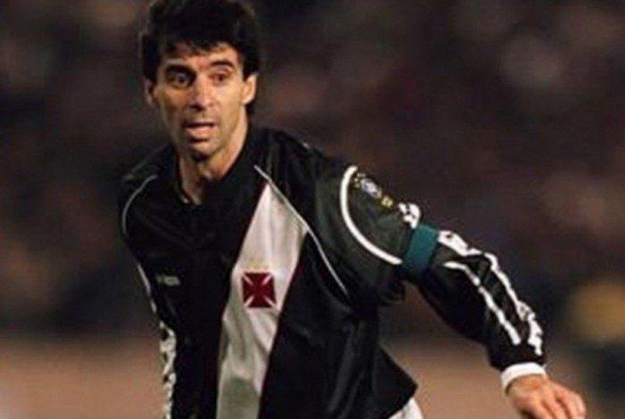 Capitão do Vasco na conquista da Libertadores em 1998, Mauro Galvão era sinônimo de segurança para a defesa vascaína