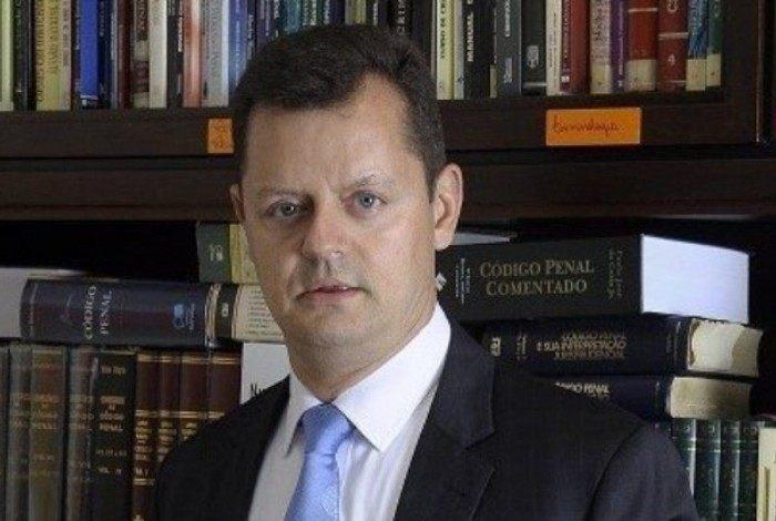 """Advogado de André Aranha, Claudio Gastão da Rosa Filho chegou a dizer que Mariana Ferrer tem como """"ganha-pão"""" a """"desgraça dos outros"""", além de ter exposto diversas fotos da vítima"""