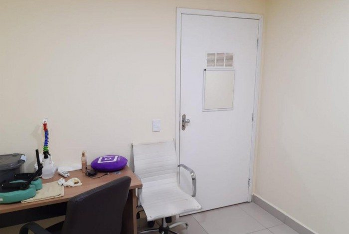O acusado trabalhava a quatro meses em um centro médico/estético de Piabetá, em uma sala alugada.
