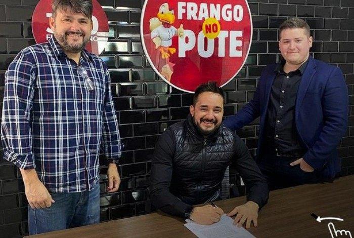Frango no Pote anunciou parceria com a 300 merchandising em agosto deste ano
