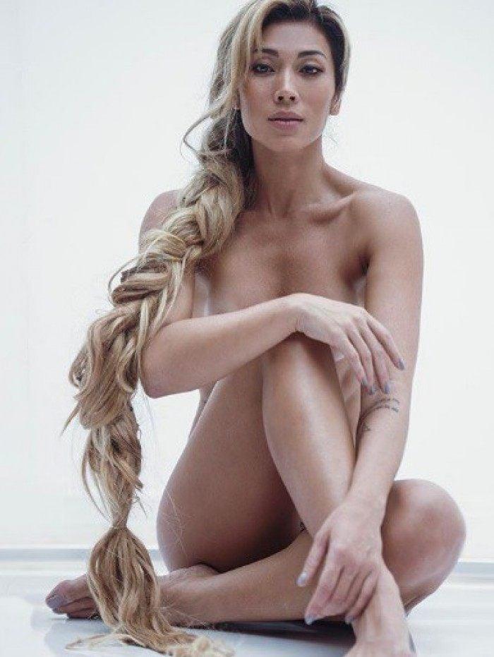Dani Suzuki posta foto nua com trança longa loira