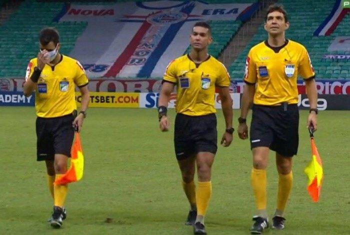 Trio de arbitragem responsável pelo jogo do Botafogo