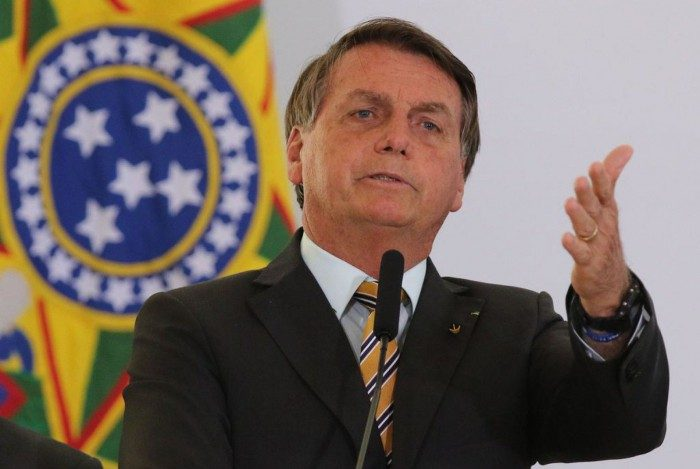 Bolsonaro voltou a colocar a economia como oposição às infecções pela Covid-19