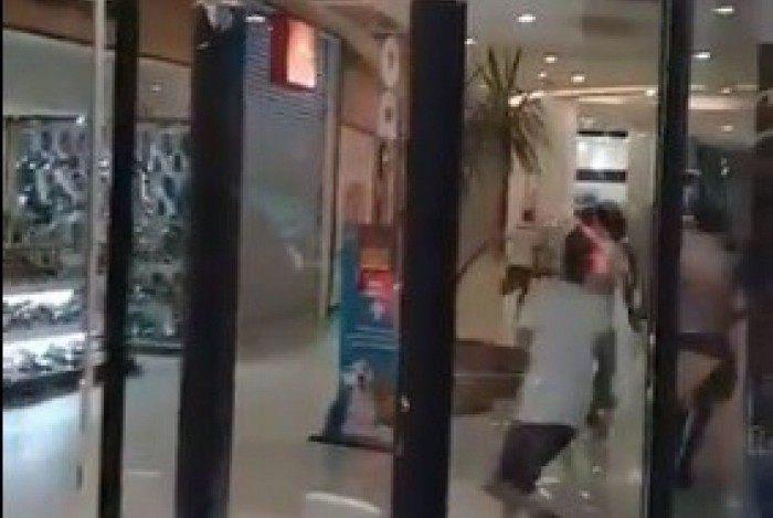 Caxias Shopping sofreu assalto na noite de segunda-feira